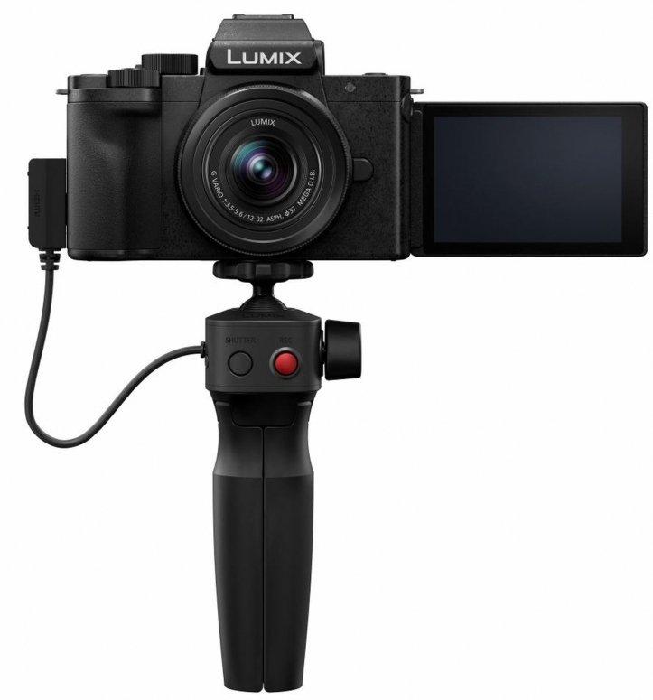 Die neue Vlogger Kamera von Panasonic  DC-G110 mit ausgeklapptem Display